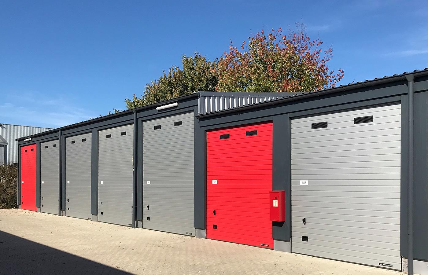 Frontansicht Garagenpark Storage Köln Rodenkirchen · Architektin AKNW Dipl.-Ing. Lubov · Architekt / Architekturbüro Köln